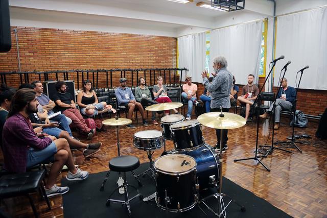 Música reúne em Curitiba alunos e professores de vários lugares do Brasil e do mundo.Maestro Letieres Leite - As Matrizes Africanas na Música Brasileira.Curitiba, 29/01/2018Foto:Cido Marques/FCC